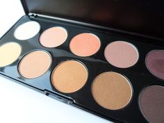 Natural neutral shimmer Eye Shadow Palette review swatches blogger born pretty store