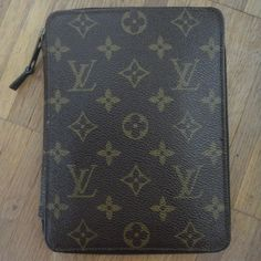 vintage Louis Vuitton Poche Passeport :-)