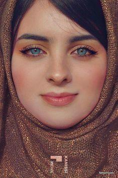 Iranian with green eyes Beautiful Muslim Women, Beautiful Hijab, Gorgeous Eyes, Pretty Eyes, Cool Eyes, Beautiful People, Amazing Eyes, Amazing Art, Beau Hijab