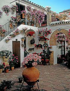 cordoba, Spain patio festival love all these patios Beautiful Flowers Garden, Beautiful Gardens, Beautiful Homes, Beautiful Places, Spanish Garden, Flower Garden Design, Balcony Garden, Spanish Style, Outdoor Gardens