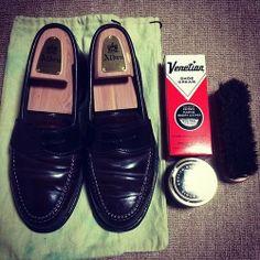 <今日の1足>Alden Penny Loafer こうやって、磨いた靴とお手入れ道具が一緒に写真に写ると、カッコいいですね。 ぜひ、みなさんのお手入れ道具も教えてください! #alden #オールデン #お手入れ http://doublesole.com/shoes/243