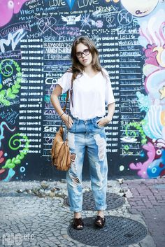 RIOetc | Camiseta breanca , jeans boyfriend e sandália