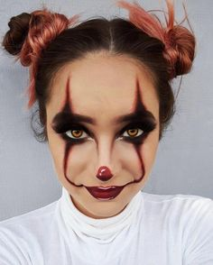 Are you looking for ideas for your Halloween make-up? Browse around this site for unique Halloween makeup looks. Scary Clown Halloween Costume, Maquillage Halloween Clown, Cute Halloween Makeup, Scary Clowns, Halloween Ideas, Clown Costumes, Halloween Makeup Last Minute, Halloween Make Up Scary, Halloween 2019