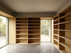 Image 4 of 25 from gallery of House ST / David Chipperfield Architects + DDM Architectuur. Photograph by Kristien Daem Architecture Details, Interior Architecture, School Cafe, David Chipperfield Architects, Arch Interior, Wood Interiors, Built Ins, Bookshelves, New Homes