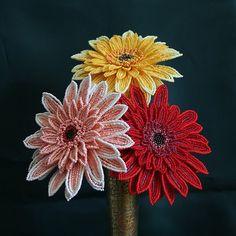 Мастер-класс об изготовлении своими руками потрясающе красивого цветка герберы из бисepa