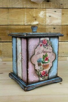 ! Decoupage Vintage, Decoupage Wood, Decor Crafts, Wood Crafts, Diy And Crafts, Pretty Storage Boxes, Altered Boxes, Pretty Box, Vintage Box