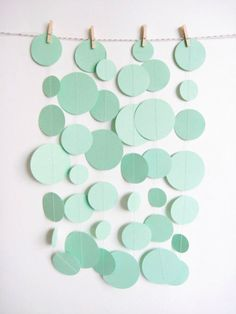 mint green paper garland - like this in a different color Deco Pastel, Color Menta, Mint Color, Green Garland, Circle Garland, Diy And Crafts, Paper Crafts, Diy Paper, Ideias Diy