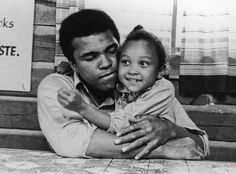 P Muhammad Ali! Here Are 24 Rare Candid Photographs of Muhammad Ali from Ebony Magazine You've Probably Never Seen Before ~ vintage everyday Mohamed Ali, Combat Boxe, Photos Rares, Float Like A Butterfly, American Comics, American History, American Idol, Rare Photos, Quality Time