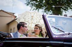 Cérémonie civile - Arrivée des mariés - Mairie - Ombrelle - Mariage champêtre vert - Christelle Lacour Photographie - Photographe Mariage Albi