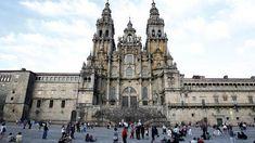 La Catedral de Santiago de Compostela como institución religiosa y meta de la peregrinación jacobea aglutina una parte importantísima de la historia de España y Europa durante el periodo medieval.