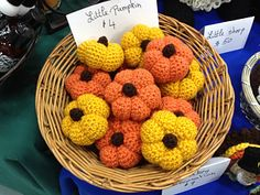 Little crochet pumpkins! Adorable!