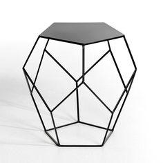 Bout de canapé Rozam AM.PM : prix, avis & notation, livraison. On aime son style léger et graphique. Plateau plein sur une structure filaire géométrique. En acier. Dim. diamètre : 45 x H.46 cm.