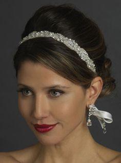 #Acconciatura e trucco chic per la #sposa. #Cerchietto. Scopri altre acconciature sposa: http://www.matrimonio.it/collezioni/acconciatura/2__cat