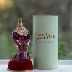[productsample/affiliate] Gosh, it's been a while since I smelled a Jean Paul Gaultier fragrance although I've kept a few of the older bottles. I've just read a feature on The… Perfume And Cologne, Best Perfume, Old Bottles, Perfume Bottles, Perfume Jean Paul, Glitter Phone Wallpaper, Lush Bath Bombs, Color Shampoo, Homemade Cosmetics