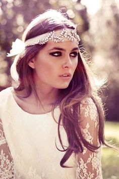Lovely inspiration for a headband! #SomethingSparkling | Nuptialista.com