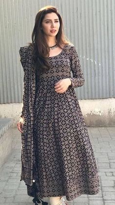 Pakistani Fashion Party Wear, Indian Fashion Dresses, Dress Indian Style, Indian Designer Outfits, Indian Gowns Dresses, Stylish Dresses For Girls, Stylish Dress Designs, Designs For Dresses, Casual Dresses