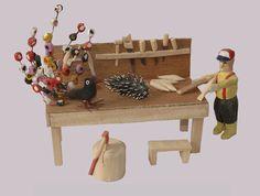 Autoportrait du sculpteur Majella Normand créé peu de temps avant son décès en 2000. Normand, Wood Crafts, Folk Art, Self Portraits, Popular Art, Woodworking Crafts, Wood Creations