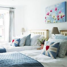 Powder blues and soft pinks give this children's bedroom a fresh spring look
