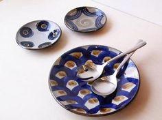 大胆かつモダンな雰囲気を得意とする【室生窯】のやちむん。丸や鱗模様など大小柄が異なりますが不思議と統一感がありますね。 Spoon Rest, Plates, Tableware, Licence Plates, Dishes, Dinnerware, Griddles, Tablewares, Dish