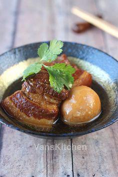 Vietnamese caramelized braised pork and eggs (Thịt kho tàu) by van_pham, via Flickr