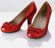 If ONLY I could get my hands on these amazing shoes I would TOTALLY walk down the aisle in them... <3 These so much!!