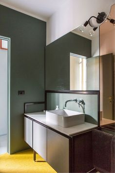Designed by SCEG ARCHITECTS, vibrant colours serve to delineate spaces in this Turin apartment by giving each room their own individual character. Bad Inspiration, Bathroom Inspiration, Mid-century Modern, Turin, Inside A House, Colorful Apartment, Bathroom Vanity Lighting, Bathroom Vanities, Elle Decor