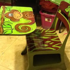 A refurbished old school desk.for your own little monkey. My younger kindergarten age grandson may get this for Christmas! Painted School Desks, School Desk Makeover, Old School Desks, Old Desks, Painted Desks, Hand Painted Chairs, Hand Painted Furniture, Recycled Furniture, Kids Furniture
