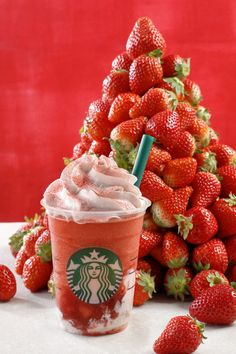 Bebidas Do Starbucks, Copo Starbucks, Starbucks Drinks, Starbucks Coffee, Frappuccino, Yummy Drinks, Yummy Food, Strawberry Drinks, Baileys Irish Cream