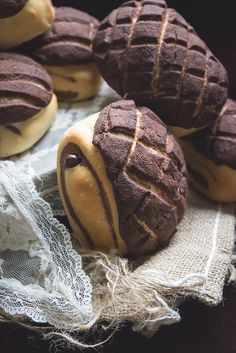 Marble Chocolate Buns w/ Chocolate Cookie Crust