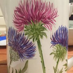 Pinceladas!!!! Brush strokes!!!!! #pinceladas #pinturasobreporcelana #porcelana #porcelain #yoamolapintura #cardos #purpuras #violetas