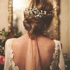 @diasdevinoyrosas . El vestido de @solealonso , el tocado de @tocadosletouquet