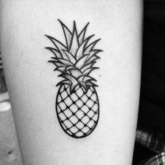 Resultado de imagem para tatuagem abacaxi coxa