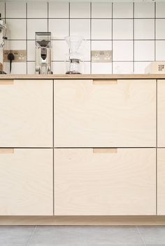 Plywood kitchen Birch plywood kitchen drawer fronts Marvellous May Plant Colour Many plants vie for Birch Kitchen Cabinets, Kitchen Cabinets Fronts, Plywood Kitchen, Kitchen Drawers, Kitchen Handles, Kitchen Worktops, Home Decor Kitchen, Kitchen Interior, Home Kitchens