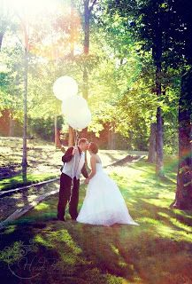 Article by Heidi Burks Photography Things to consider when planning a wedding Wedding tips, photography ideas Bride & groom with large balloons