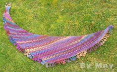 Variation of 'Flying to the Moon' shawl with chart at Les doigts qui fument.