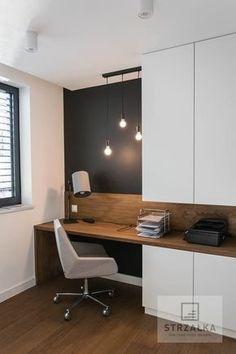 Biurko pokryte naturalną okleiną dębową wyposażone w funkcjonalną prowadnicę BLUM. Szafa na dokumenty została malowana na biało o wykończeniu półmatowym otwierana na tip-on. Grubość biurka to 36mm. Realizacja wykonana w domu jednorodzinnym według projektu Pani Magdy Kochan/ Modern desk