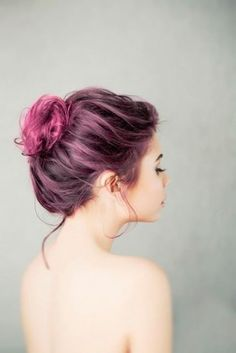 Pretty magenta dyed hair in a messy updo bun - a very subtle take on the colorful hair trend Fucsia Hair, Bun Hairstyles, Pretty Hairstyles, Coloured Hair, Dye My Hair, Rainbow Hair, Crazy Hair, Purple Hair, Pink Purple