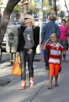 Gwen Stefani Photos Photos - Gwen Stefani seen out for lunch with her son Kingston Rossdale at Sherman Oaks in Los Angeles. - Gwen Stefani Spends the Day with Her Little Spider-Man