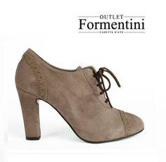 Lo sapevate che le #francesine, rimaste nell'immaginario collettivo come la classica scarpa 'da strega', erano considerate troppo austere e simili ai modelli maschili? Motivo per cui per molti anni sono state 'out'!!!  Oggi sono considerate sexy, femminili, a volte bizzarre, ma sicuramente sempre chic!! Ecco un modello che troverete da Formentini Outlet !
