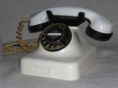 Altes Telefon W48 mit Wählscheibe aus Bakelit 50er