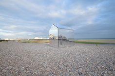 mirrored beach hut par ece architecture