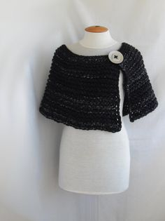Knitted cape from thick melange black yarn. FREE by vinevirak Wedding Jacket, Wedding Shawl, Loom Knitting, Hand Knitting, Wedding Accessories For Bride, White Shawl, Crochet Shawls And Wraps, Knitted Poncho, Perfect Wedding