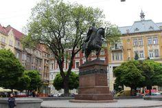 Пам'ятник князю-королю Данилу Галицькому у Львові. Фото 2015 року