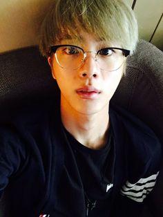 Jin ❤ [Bangtan Trans Tweet] 졸림 ㅠㅠ / Sleepy ㅠㅠ (sleep then boi haha) #BTS #방탄소년단