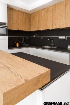 Matowy wygląd kwarc Nero zawdzięcza obróbce antykowanej #quartz #interior  #kitchen #kuchnia #wnętrze