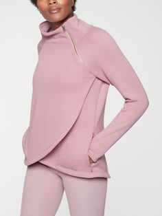 Athleta / Fall Fashion / Fall Outfits / Fall Trends / Fall 2018 / Workout Gear / Athletic Clothing / Casaul Clothing / Athleisure / Pullover / Pink / Athleta / Workout Jacket / Athletic Wear / Cold Weather / Style by Jamie Lea Warm Outfits, Sporty Outfits, Fall Fashion Outfits, Athletic Outfits, Sport Fashion, Athletic Wear, Workout Tops For Women, Estilo Fitness, Fall Capsule Wardrobe