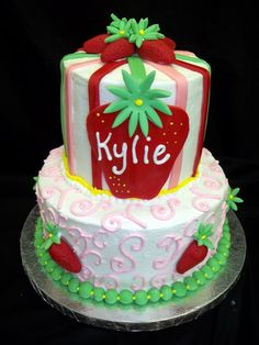 Strawberry Shortcake Birthday Cake :: Would like a variation on the bottom layer (one layer only)