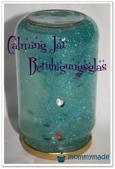 DIY Tutorial Calming Jar Beruhigungsglas Glitzerglas - einfach selber machen mit Glitzerkleber und Streudeko . schön beruhigend, kein wilder Glitzerwirbel
