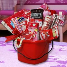easy and inexpensive valentines day gift ideas candy bar bouquet bar and gift - Valentines Gift Basket Ideas