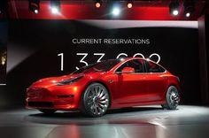 完全自動運転機能はすぐには提供されず、現時点ではTeslaの「Autopilot」を人間のドライバーが補助する必要がある。Teslaは十分な実地試験を実施し、提供可能になった時点でこの機能をOTAで提供開始する。